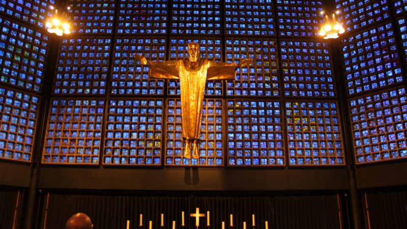 Christ de l'église du Souvenir à Berlin, sur le Kurfürstendamm. Eglise nouvelle construite à côté du clocher bombardé de l'église du Souvenir de l'Empereur-Guillaume Ier, (photo Bernard Litzler)