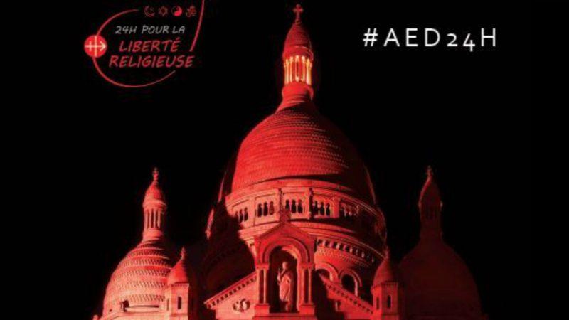 Le Sacré-Coeur de Montmartre illuminé en rouge, couleur du martyre ¦ Illustration AED