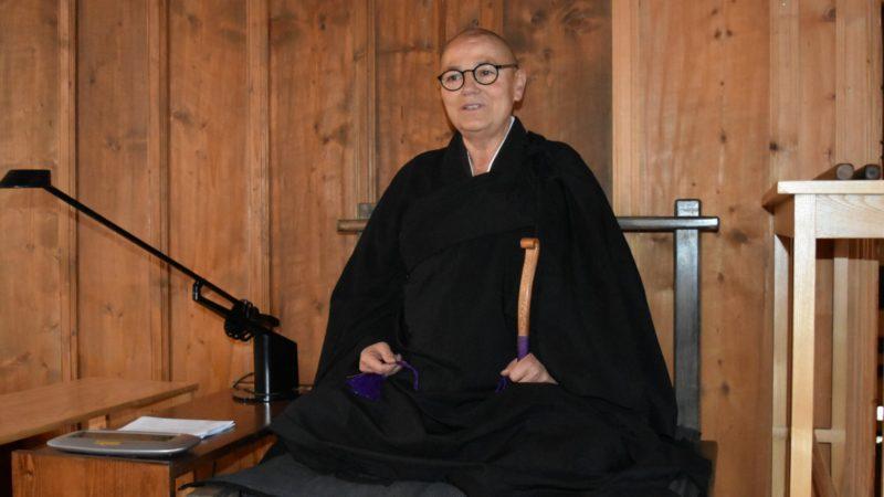 La révérende Jiko Simone Wolf, abbesse du  temple zen de Ryokuinzan Kôsetsu-ji, au Cerneux-Péquignot ¦ © Jacques Berset