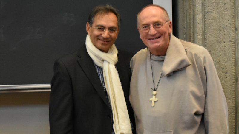 Le pasteur et écrivain Shafique Keshavjee et l'abbé Nicolas Buttet, fondateur de la Fraternité Eucharistein ¦ © Jacques Berset