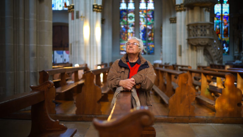 Bernard Crettaz arpente quotidiennement la cathédrale de Fribourg (© Pierre Pistoletti)