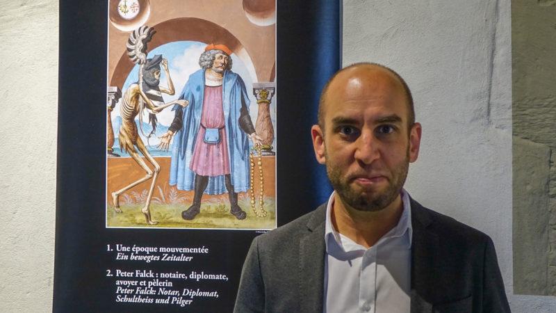 L'historien Yann Dahhaoui  s'est penché sur la bibliothèque de Peter Falck | © maurice page