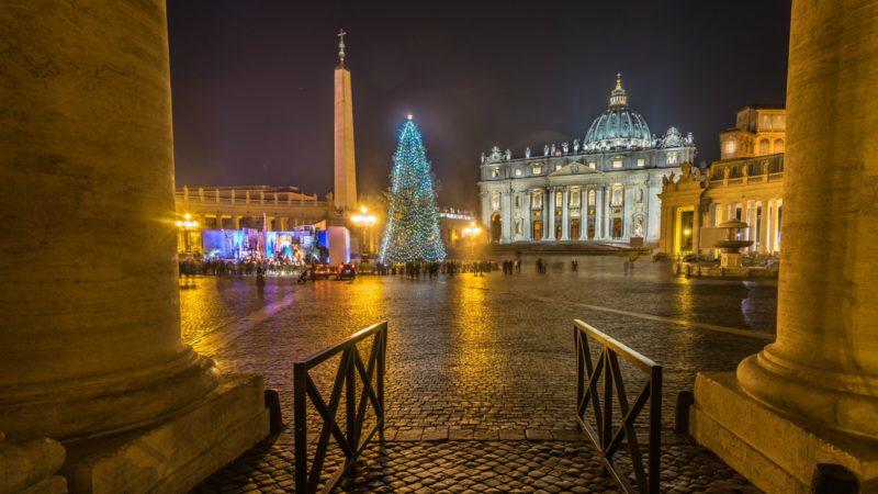 """La tradition du sapin et de la crèche sur la Place Saint-Pierre remonte à Jean Paul II (Photo:Giuseppe Milo/Flickr/<a href=""""https://creativecommons.org/licenses/by/2.0/legalcode"""" target=""""_blank"""">CC BY 2.0</a>)"""