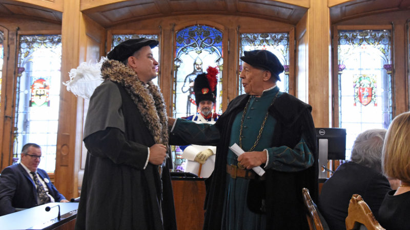 Marco Schmid et Jean Winiger, dans le rôle de deux notables de Fribourg et Soleure à la sortie de la Diète de Stans | © Grégory Roth
