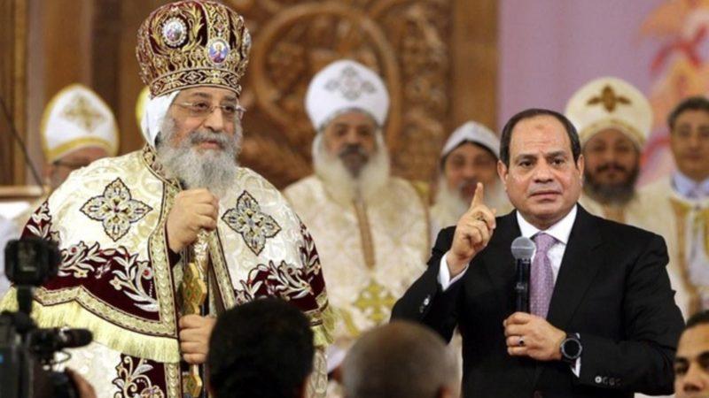 Le président égyptien Al Sissi aux côtés du patriarche Tawadros II  | © Keystone