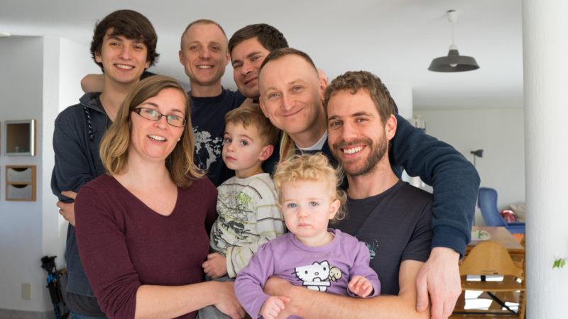 Bartlomies, Piotrek, Mariusz et Rafal ont été accueillis par Sandrine et Guillaume (au premier rang) | © Pierre Pistoletti