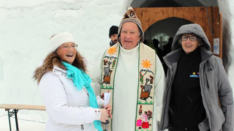 La championne de ski Lise-Marie Morerod avec le chanoine Ambroise Rey, curé de Leysin.   © Bernard Litzler.