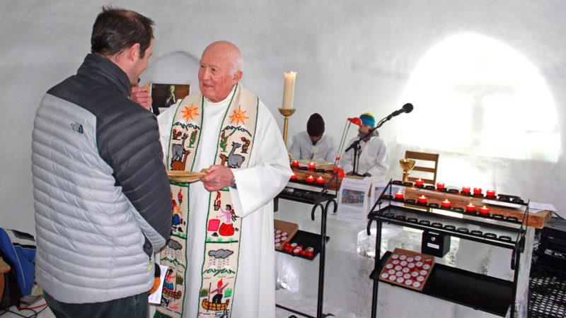 Messe à la chapelle de glace de Leysin. |  © Bernard Litzler.