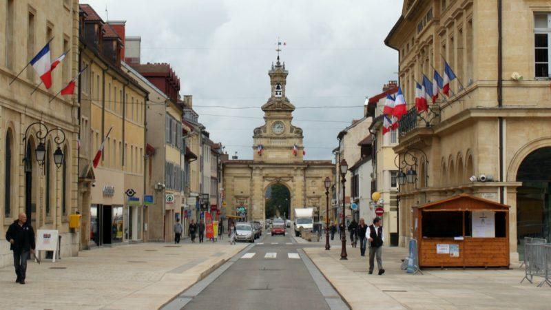 La Porte Saint-Pierre à Pontarlier: sur la Via Francigena, au moment de choisir de passer par Jougne ou par Yverdon ¦ Commons.wikimedia CC-BY-SA-3.0