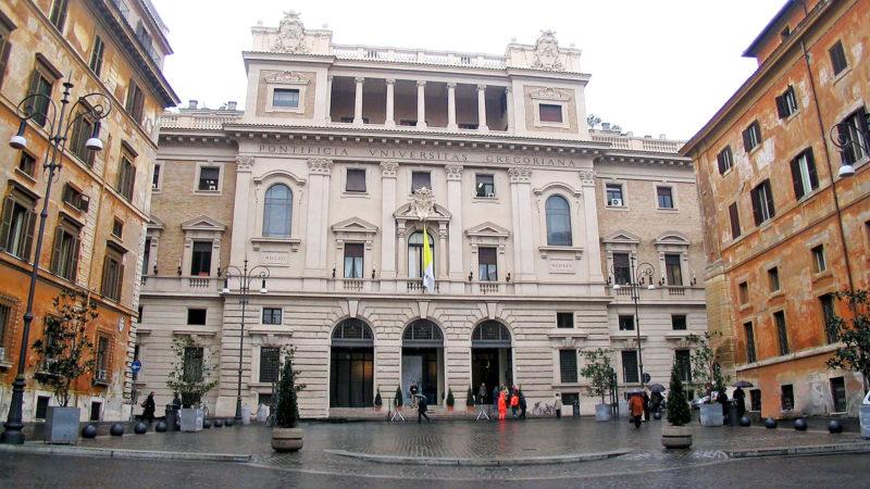 L'Université pontificale de la Grégorienne est dirigée par les jésuites et fondée en 1551 par Ignace de Loyola   LLD