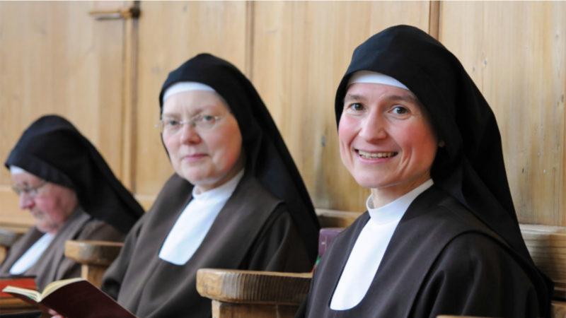 Au premier plan, sœur Manuela la supérieur de la communauté des capucines de Notkersegg | © kath.ch / Sabine Rüthemann