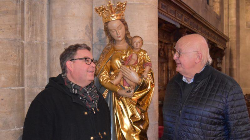 Sion se mobilise pour les chrétiens d'Irak. L'abbé Lionel Girard avec Bernard Geyler, de l'association 'Aux porteurs de lumière' |  ©Jacques Berset