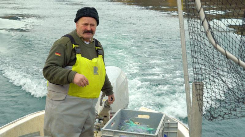Denis Junod pêche à Auvernier, sur les bords du lac de Neuchâtel | © Grégory Roth
