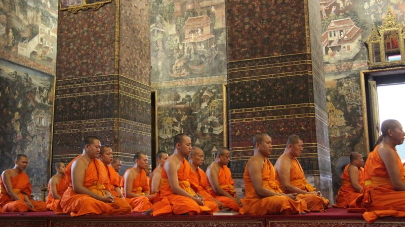 En Thaïlande, les moines sont souvent actifs en dehors de leurs temples (Photo: Aaron T. Goodman/Flickr/CC BY-ND 2.0)