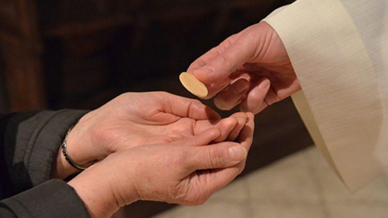 Pour certains, la communion dans la main est un manque de respect | DR