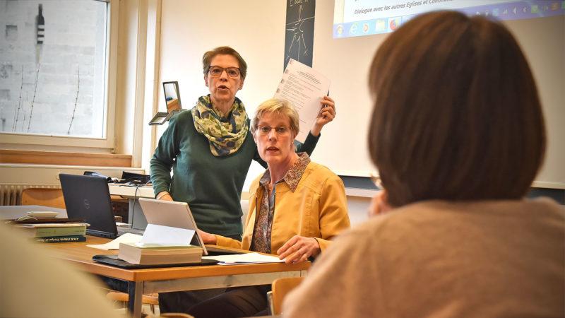 Barbara Hallensleben (à g.) et Astrid Kaptijn, les deux femmes professeures de la Faculté de théologie de Fribourg | © Grégory Roth