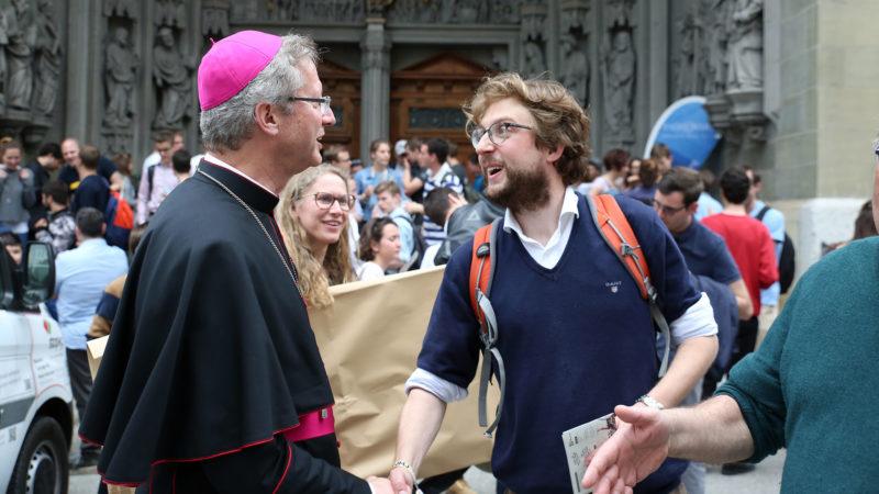 Mgr de Raemy prend congé des jeunes au terme des JMJ suisses, à Fribourg | © B. Hallet