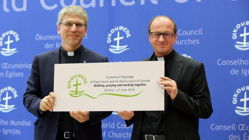 COE le 15 mai 2018. Olav Fykse Tveit, secrétaire général du COE et le Père Andrzej Choromanski, du Conseil pontifical pour la promotion de l'unité des chrétiens. | © B. Hallet
