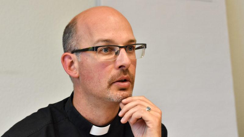 Alain Chardonnens est en charge de la préparation de la liturgie de la messe du pape |  © Maurice Page