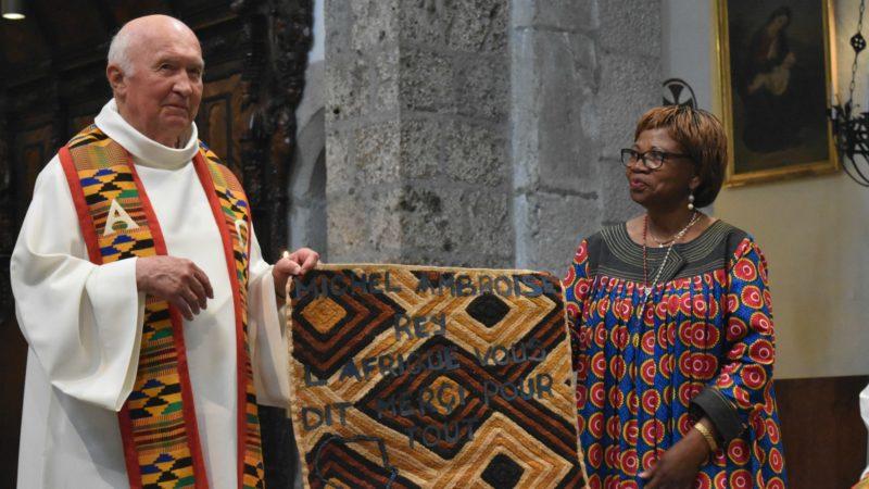 Remerciements adressés au chanoine Michel-Ambroise Rey, président sortant de l'association du Pèlerinage aux saints d'Afrique | © Jacques Berset