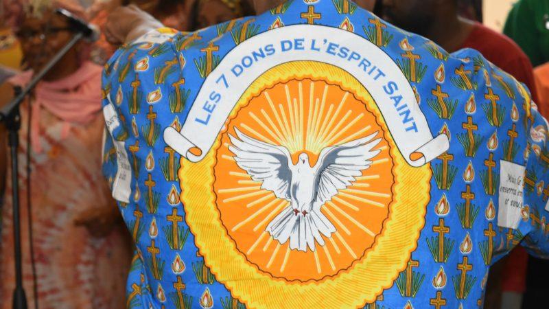 Les chorales africaines arborent des tuniques portant un message spirituel   | © Jacques Berset