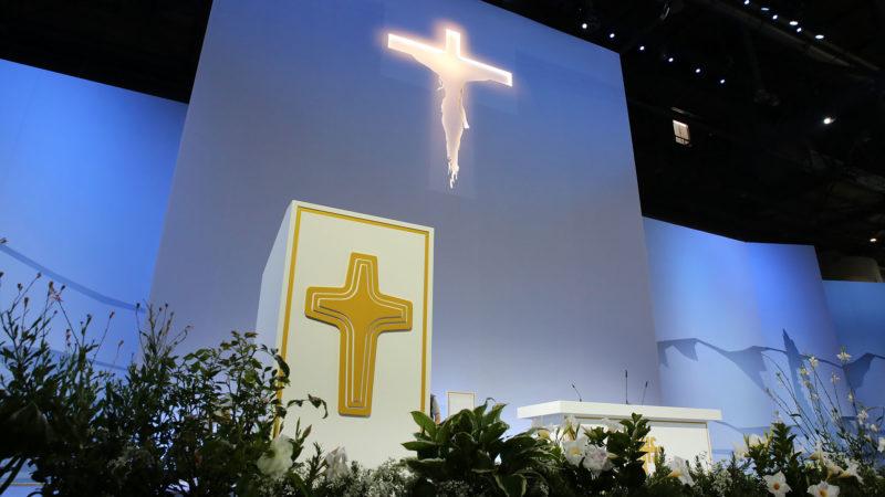 Le décor pour la messe du pape François à Palexpo est prêt. |  © Berrnard Hallet