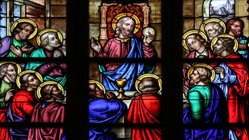 Jésus, ayant pris du pain et prononcé la bénédiction, le rompit, le leur donna, et dit : « Prenez, ceci est mon corps. » | Flickr/Lawrence OP/CC BY-NC-ND 2.0