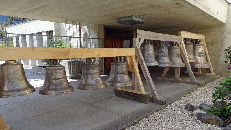Une partie des 17 cloches exposées à Moutier | © Marco Roth