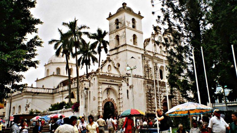 Cathédrale San Miguel à Tegucigalpa, capitale du Honduras (Photo wikipedia)