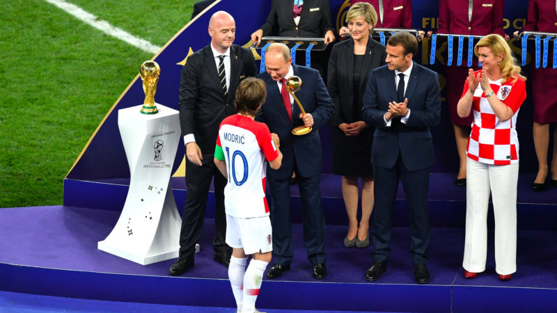 "Luka Modrić, ""consacré"" ballon d'or par Vladimir Poutine |© Russian Presidential Press and Information Office"