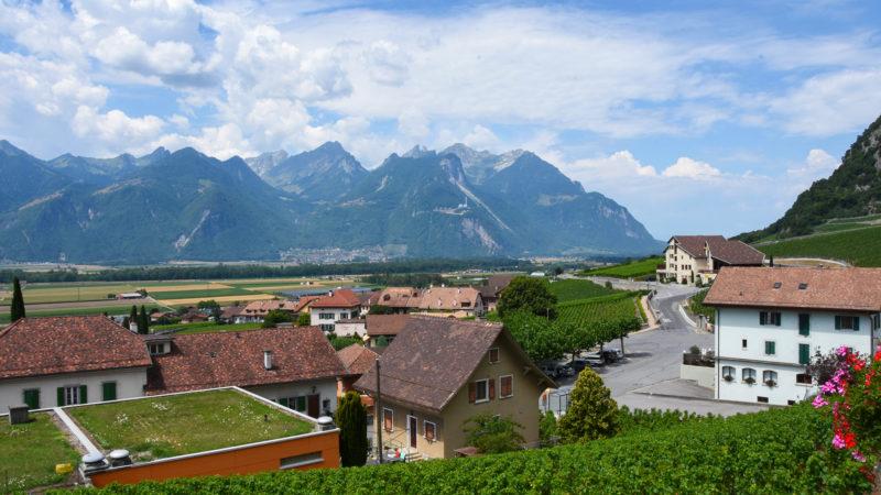 Le petit village d'Yvorne, perché dans les vigne | © Grégory Roth