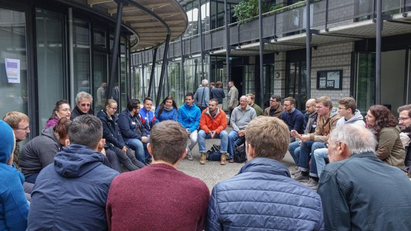 Dialogue avec les jeunes lors de la journée ANAVON | © Maurice Page