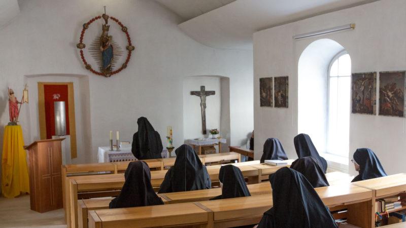 Les religieuses du couvent de Müstair en prière | © Klaus Petrus
