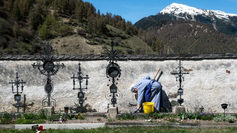 Derrière les murs du couvent de Müstair, dans le canton des Grisons | © Klaus Petrus