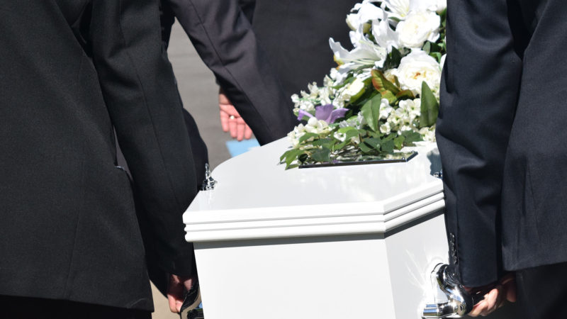 L'enterrement dans l'intimité ne permet pas toujours de faire le deuil d'un proche. | © Pixabay