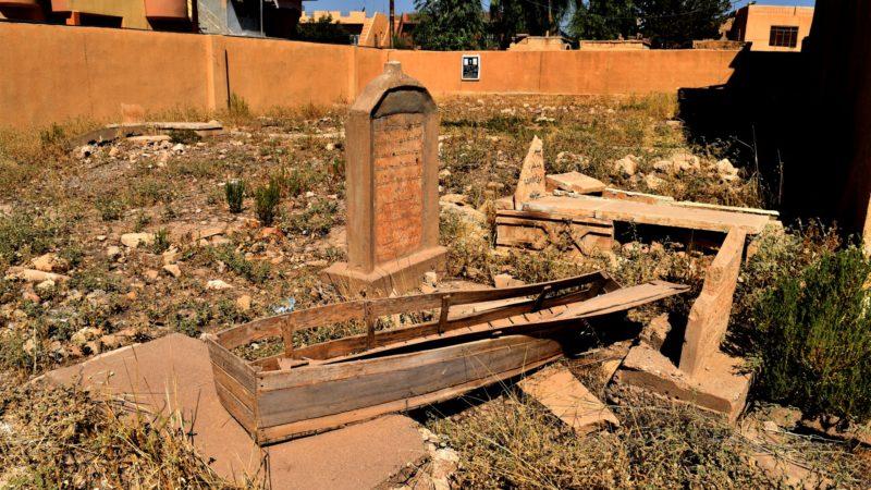 Irak Les djihadistes de Daech ont saccagé le cimetière chrétien de Qaramles et même ouvert des tombes | © Jacques Berset