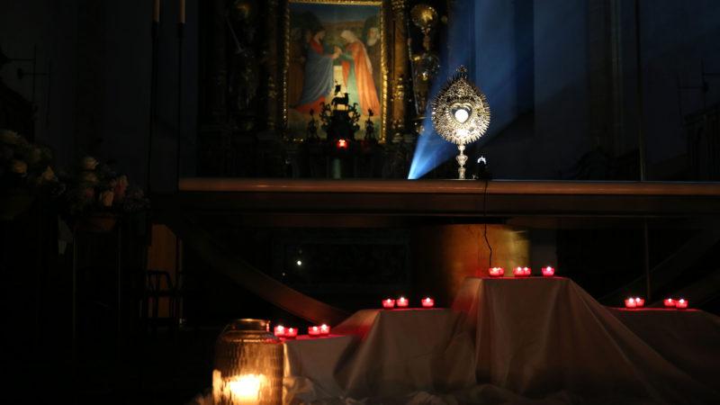 Adoration à l'église de Notre-Dame de la Visitation, à Martigny à l'occasion de la soirée synode. | © B. Hallet