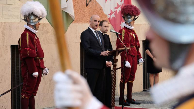 Rome le 12 novembre 2018. Alain Berset en visite à la Garde suisse. | © Oliver Sittel
