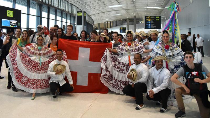 Epuisés mais soulagés, les Suisses sont accueillis à l'aéroport de Panama | ©Grégory Roth