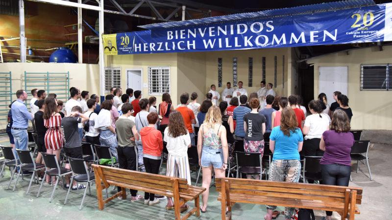 JMJ - Messe au Colegio Europeo Panamá: ouverture de la célébration   © Grégory Roth