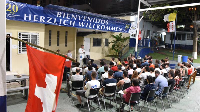 JMJ - Messe au Colegio Europeo Panamá: pendant la prédication   © Grégory Roth