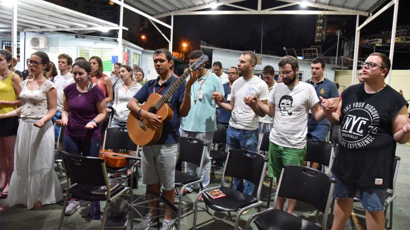 JMJ - Messe au Colegio Europeo Panamá: moment de ferveur à la prière du Notre Père   © Grégory Roth