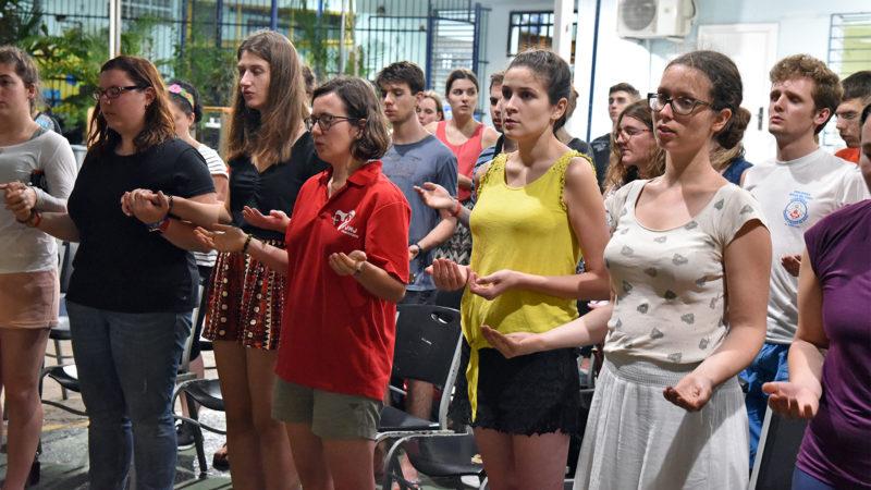JMJ - Messe au Colegio Europeo Panamá: moment de ferveur à la prière du Notre Père | © Grégory Roth