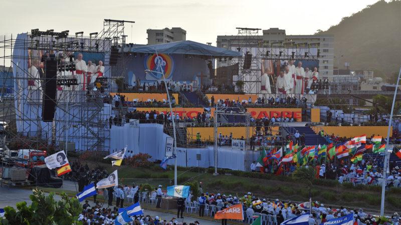 JMJ: cérémonie d'accueil du pape à Panama, un imposant podium à quatre paliers | © Grégory Roth