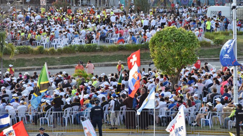 JMJ: des Suisses ont pu accéder aux premiers rang pour suivre la cérémonie d'accueil du pape à Panama,  | © Grégory Roth