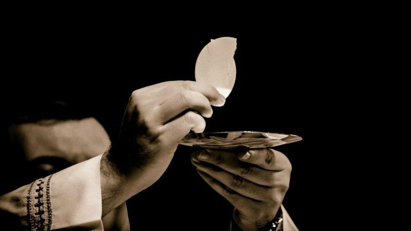 Un prêtre irlandais a refusé la communion à un politicien | © photo d'illustration: Pixabay.com