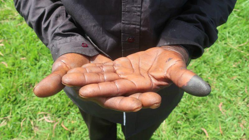 Les Congolais ayant voté reçoivent une marque d'encre noire sur un pouce |  © Guy Luisier