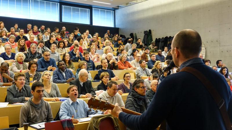 La 1ere Université de la solidarité et de la diaconie a rassemblé 200 personnes à Fribourg    © Maurice Page