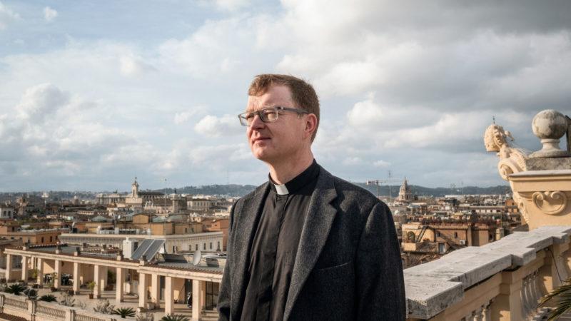 Le jésuite Hans Zollner est un des organisateurs du sommet sur la protection des mineurs au Vatican | © KNA