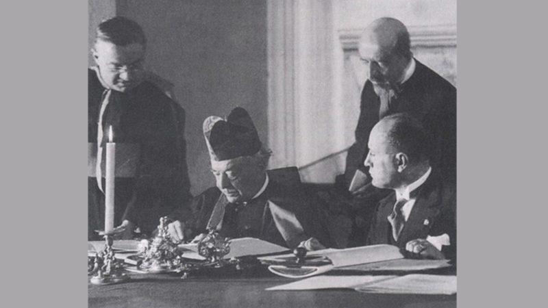 Le cardinal Gasparri et Benito Mussolini signent les Accords du Latran, le 11 février 1929 | domaine public